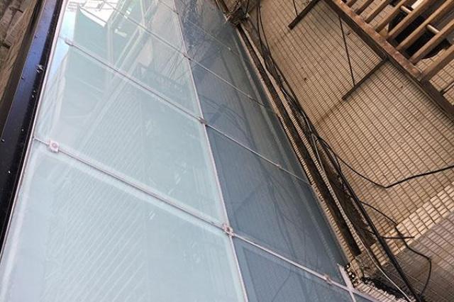 揮別讓室內昏暗的採光罩,使用育璽Low-E膠合玻璃將透光...