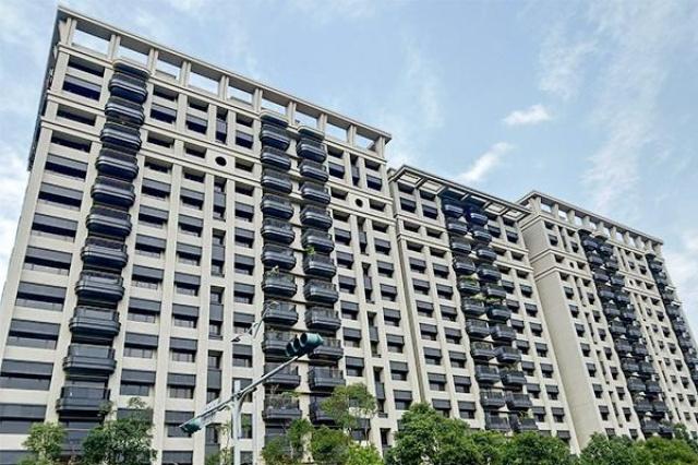 竹城新東京面對著廣闊的公園,陽光直射入建築。