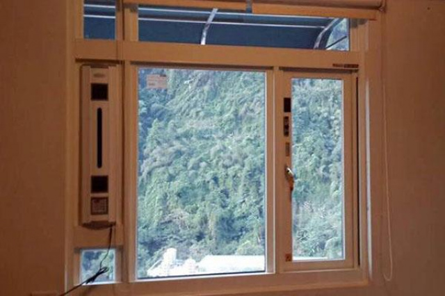 位於新店的私人住宅,明明已用氣密窗,坐在窗邊卻很冷...