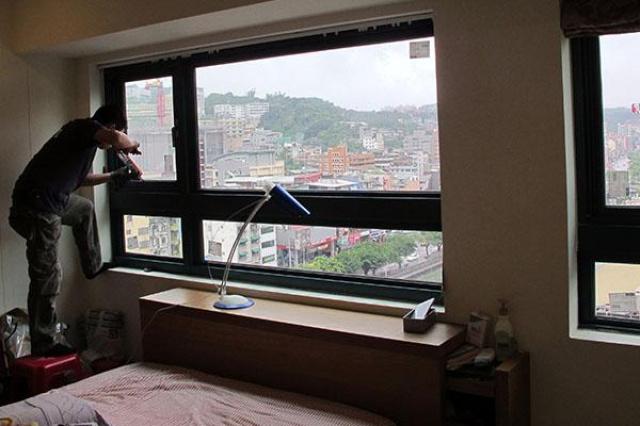 擁有豪景書房,夏天卻不敢進去,冬天玻璃窗戶猛結露,...