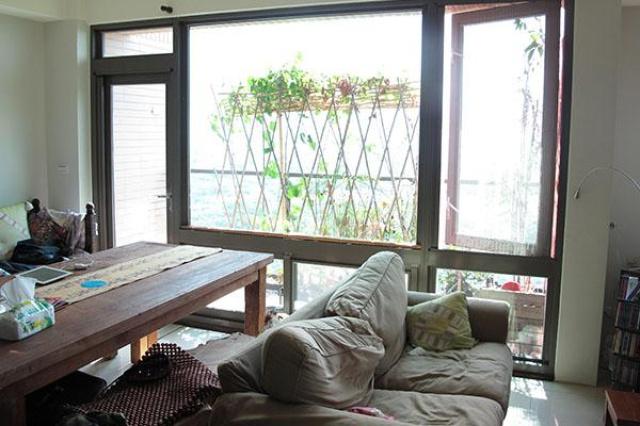 選在淡水山上坐擁美景,所以選擇大面積玻璃窗,沒想到...