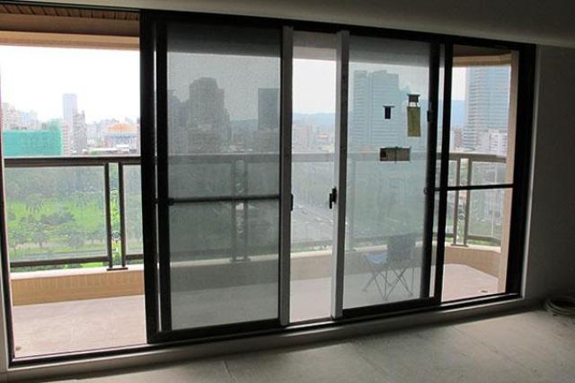 家住在18樓,就是希望能遠眺市景,配上靜謐的居住空...